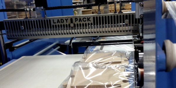 Verpakken MDF vormen bij Yart Factory Packaging MDF products at Yart Factory