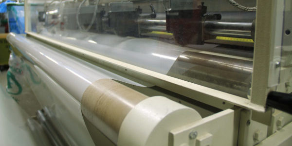 Yart Factory sheet production, from roll to sheet. Vellen uit rollen snijden